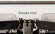 Leinwanddruck Bild - Text Trends 2019 typed on retro typewriter