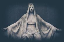 Verwitterte Marmor Statue Auf ...