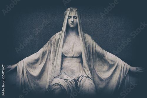 verwitterte Marmor Statue auf Grabmal Fototapet