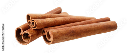 Fotografía  Cinnamon sticks isolated on white background without shadow