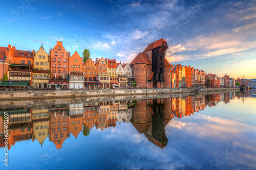 mata magnetyczna Beautiful old town of Gdansk reflected in Motlawa river at sunrise, Poland.
