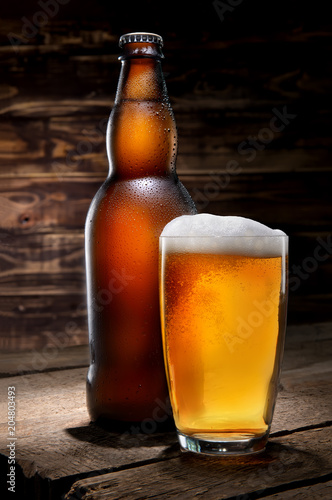 Papiers peints Biere, Cidre Beer on wooden background