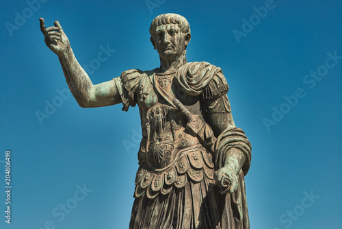 Fotografía  Rome, Bronze statue of emperor Caesar Nervae Trajan, Forum of Caesar Nervae Traj