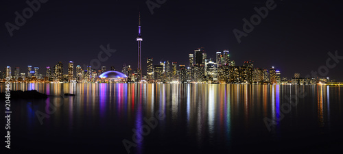 Photo  CN Tower Toronto Buildings view at night