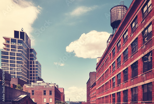 Foto op Aluminium Amerikaanse Plekken Vintage stylized picture of old and modern New York City architecture, USA.