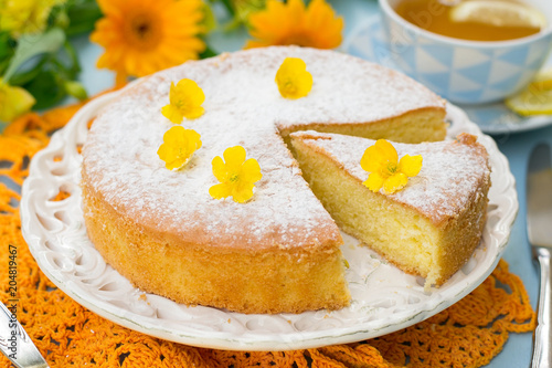 Fotografía Italian sweet cake Torta Margherita with icing sugar