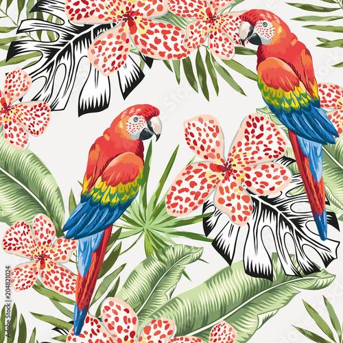 czerwone-ar-papugi-i-zielona-bananowa-palma-opuszczaja-kwitna-tlo-wektor-kwiatowy-wzor-ilustracja-lisci-tropikalnej-dzungli-zielen-roslin-egzotycznych-lato-na-plazy-rajska-natura