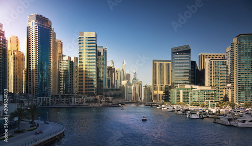 Poster Jacht Dubai Marina at sunset. UAE