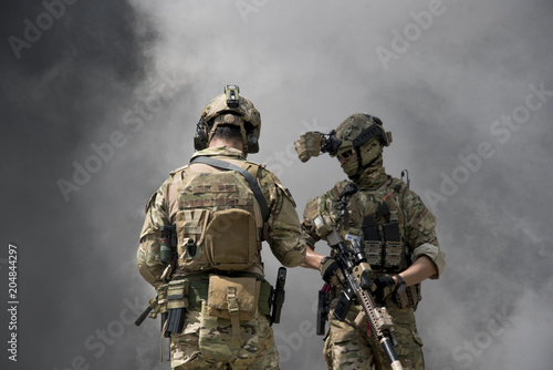 Fotografía  Soldiers with smoke on a wallpaper
