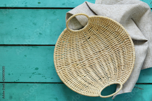 Fotografía  wicker empty basket on a wooden background