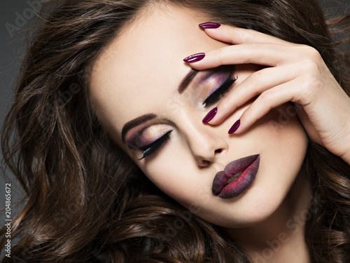 Foto op Aluminium Uitvoering Beautiful face of woman with maroon makeup and nails