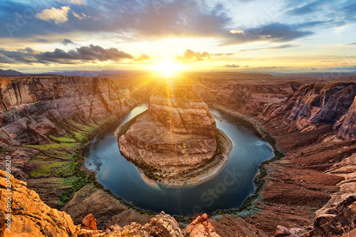 Foto op Plexiglas Verenigde Staten Horseshoe Bend and Colorado River at sunset