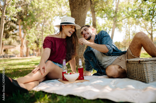 Fotobehang Zeilen Couple enjoying at picnic