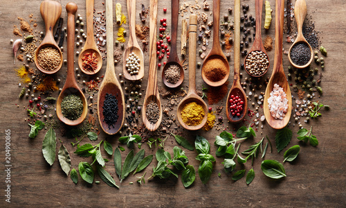 Foto op Canvas Aromatische Herbs and spices on wooden background