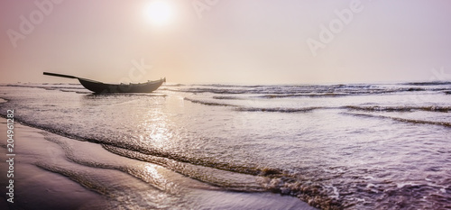 Türaufkleber Strand Panorama -The Beach life - Silhouette of east cost India at the Sunrise in a clear morning Spring time. FEB 2018.