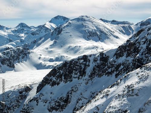 Montage in der Fensternische Gebirge Amazing winter landscape of Kamenitsa peak, Pirin Mountain, Bulgaria