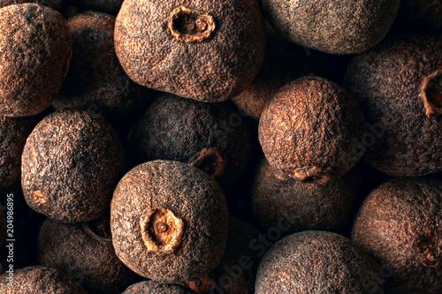 Fotografia Composition of allspice dried berries