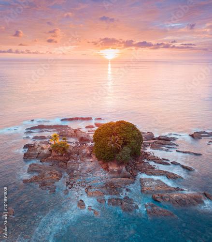 Spoed Foto op Canvas Oceanië Island on Dominicalito Beach Costa Rica