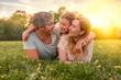 canvas print picture - Familie entspannt draußen - family outdoor