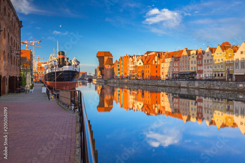 Poster Europa Beautiful old town of Gdansk reflected in Motlawa river at sunrise, Poland.