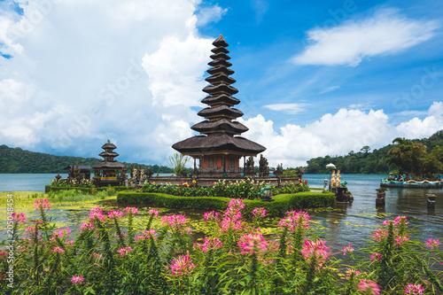 Foto op Plexiglas Indonesië Pura Ulun Danu Bratan temple in Bali island. Beratan lake, Bali, Indonesia