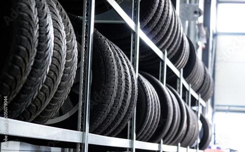 Valokuva  Autoreifen - Reifen Lagerung - Werkstatt Reifenwechsel