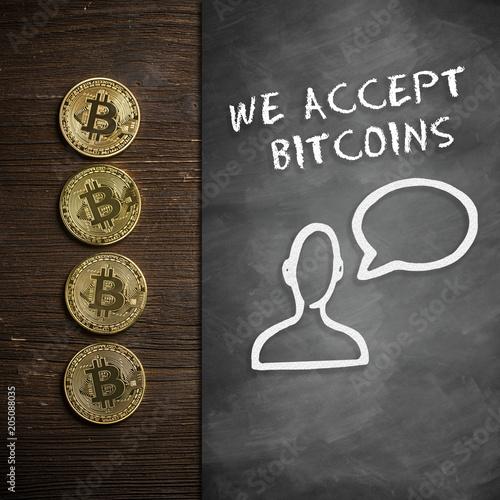 Bitcoin Münzen Auf Holzuntergrund Mit Wandtafel Und Hinweis We