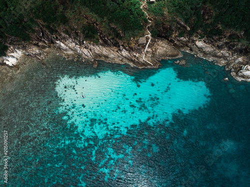 Poster Luchtfoto Aerial view of sailing boat next to reef in blue lagoon. Bird eye view