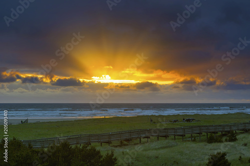 Fotografie, Obraz  Sun Rays at Long Beach Washington during Sunset in the mouth of Columbia River