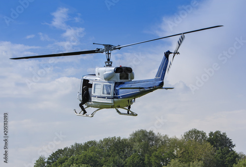 Foto op Plexiglas Helicopter Special forces in helicopter in a low flight