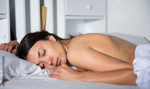 Foto op Plexiglas Akt Nudity young sexy girl sleeping on white sheet in bed