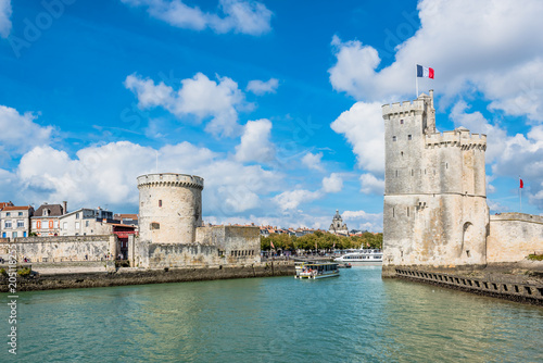 Foto op Aluminium Centraal Europa Towers of ancient fortress of La Rochelle France