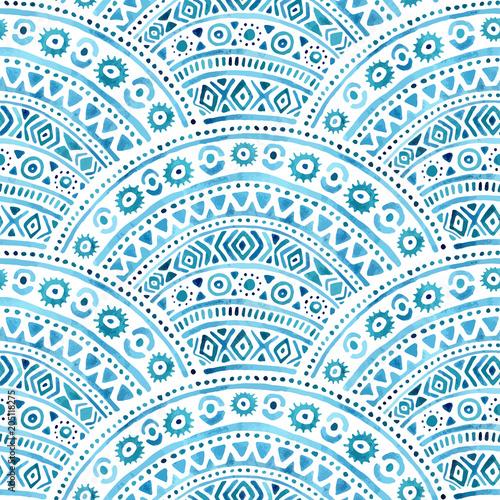 bezszwowy-falisty-akwarela-wzor-geometryczny-ornament-rysowane-recznie-niebiesko-biale-tlo