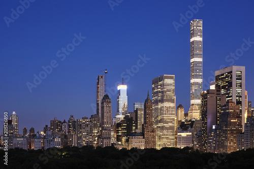 In de dag New York City Manhattan skyline at dusk, New York City Upper East Side, USA.