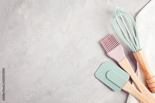 Photo  Pastel color kitchen utensils top view.