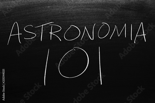The words Astronomía 101 on a blackboard in chalk Poster