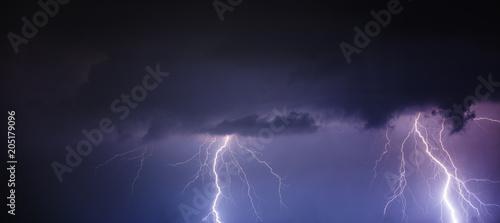 Poster Onweer power lightning strikes over the night sky