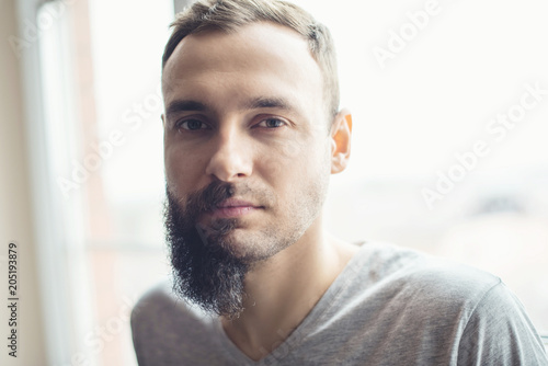 Fotografia Handsome man half beard standing in front of white background with half of his f