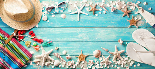Fotobehang Stof Beach Accessories With Seashells On Wooden Board