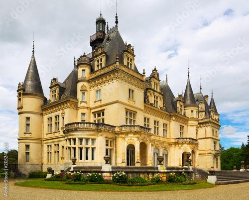 Deurstickers Historisch geb. Castle of Valmirand in Montrejeau