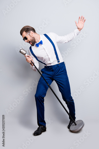 Fotografía Full size fullbody portrait of famous creative singer in blue pants with suspend
