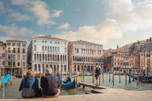 In de dag Centraal Europa couple de retraités à Venise
