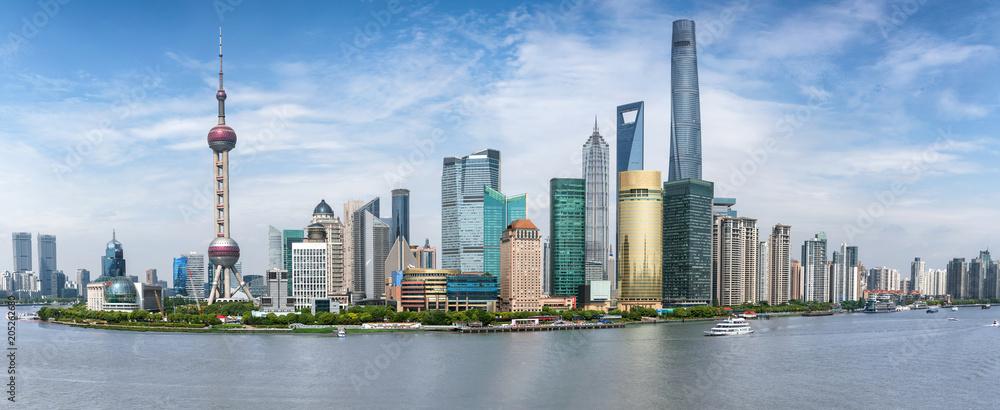 Fototapeta Panoramasicht auf die Skyline von Shanghai in China an einem sonnigen Tag