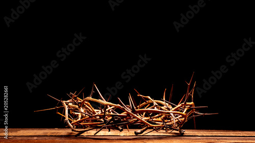 Carta da parati An authentic crown of thorns on a wooden background. Easter Theme