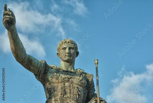 Foto op Plexiglas Historisch mon. Monumento in bronzo imperatore romano