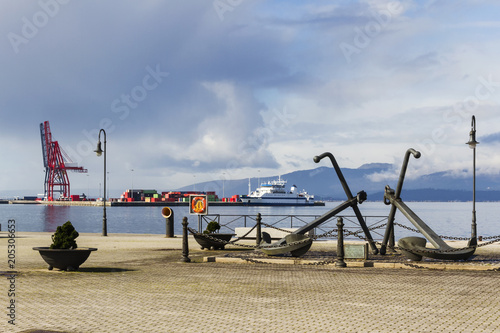 Foto op Canvas Poort Admiral anchors at harbor