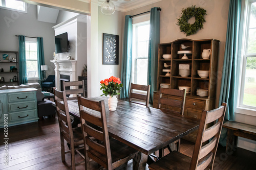 Foto  Modern Rustic Farmhouse Style Wood Dining Room