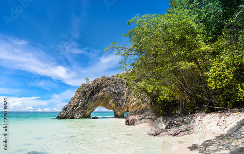 Foto op Canvas Eiland Tunnel stone on Khai Island. Satun, Thailand.