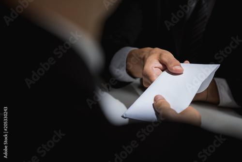 Fotomural  Businessman giving bribe money in the envelope to partner