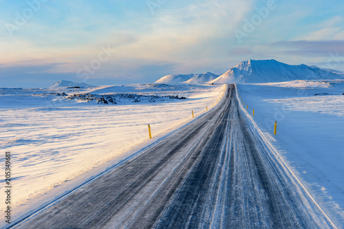 Spoed Foto op Canvas Scandinavië Straight Road to snow capped Mountains, Iceland